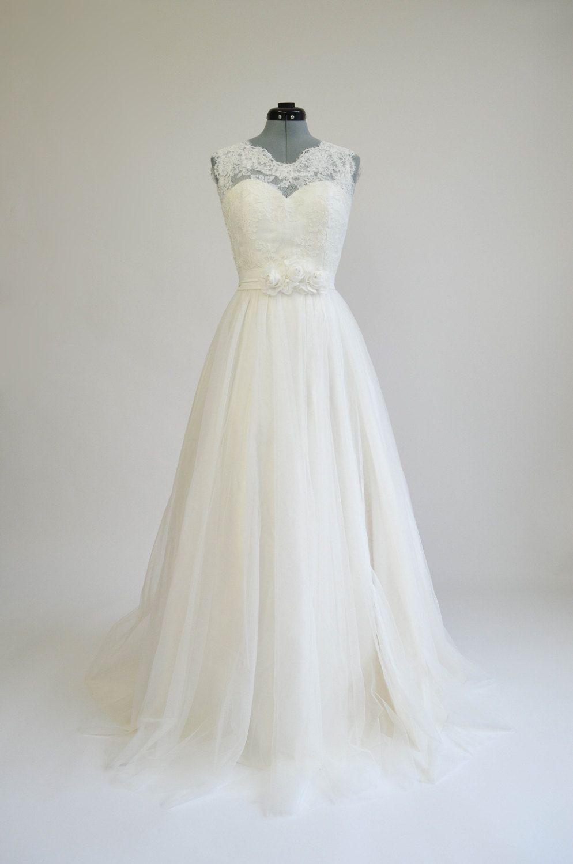 Ivory lace wedding dress vintage looking sleevelss vback alencon