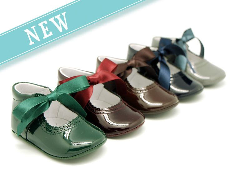 ed384113e00fd Tienda online de calzado infantil Okaaspain. Mercedita tipo angelito de  charol para bebé. Calidad al mejor precio hecho en España.