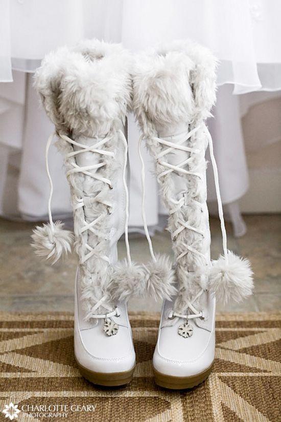 Winter Weddings | Winterbraut, Hochzeitskleid und Stiefel