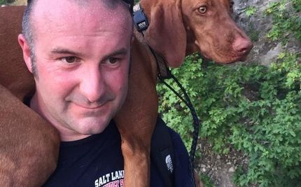 Firefighter Carries Lost Dog Off Steamy Mountain On His Back Losing A Dog Dogs Animal Rescue Stories