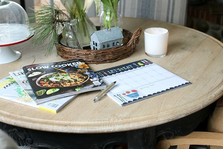 how to build a weekly meal plan. save time and money and get food on the table in no time flat! simple easy guide to building a weekly meal plan.