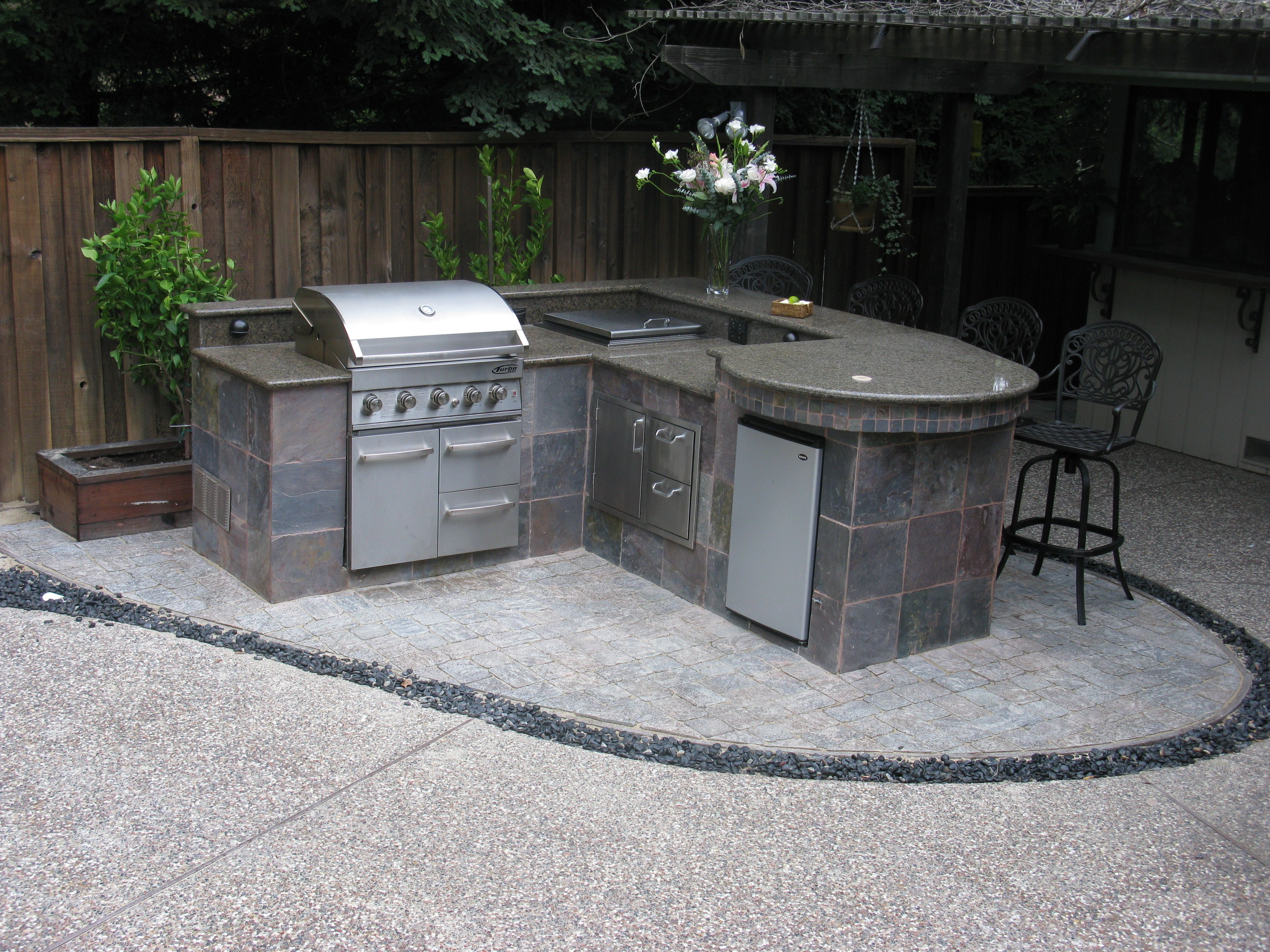Tim Rush Used The Bbq Coach 48 Rounded Table Module For A Beautiful Granite Bar Height Serving Table Outdoor Kitchen Diy Bbq Serving Table