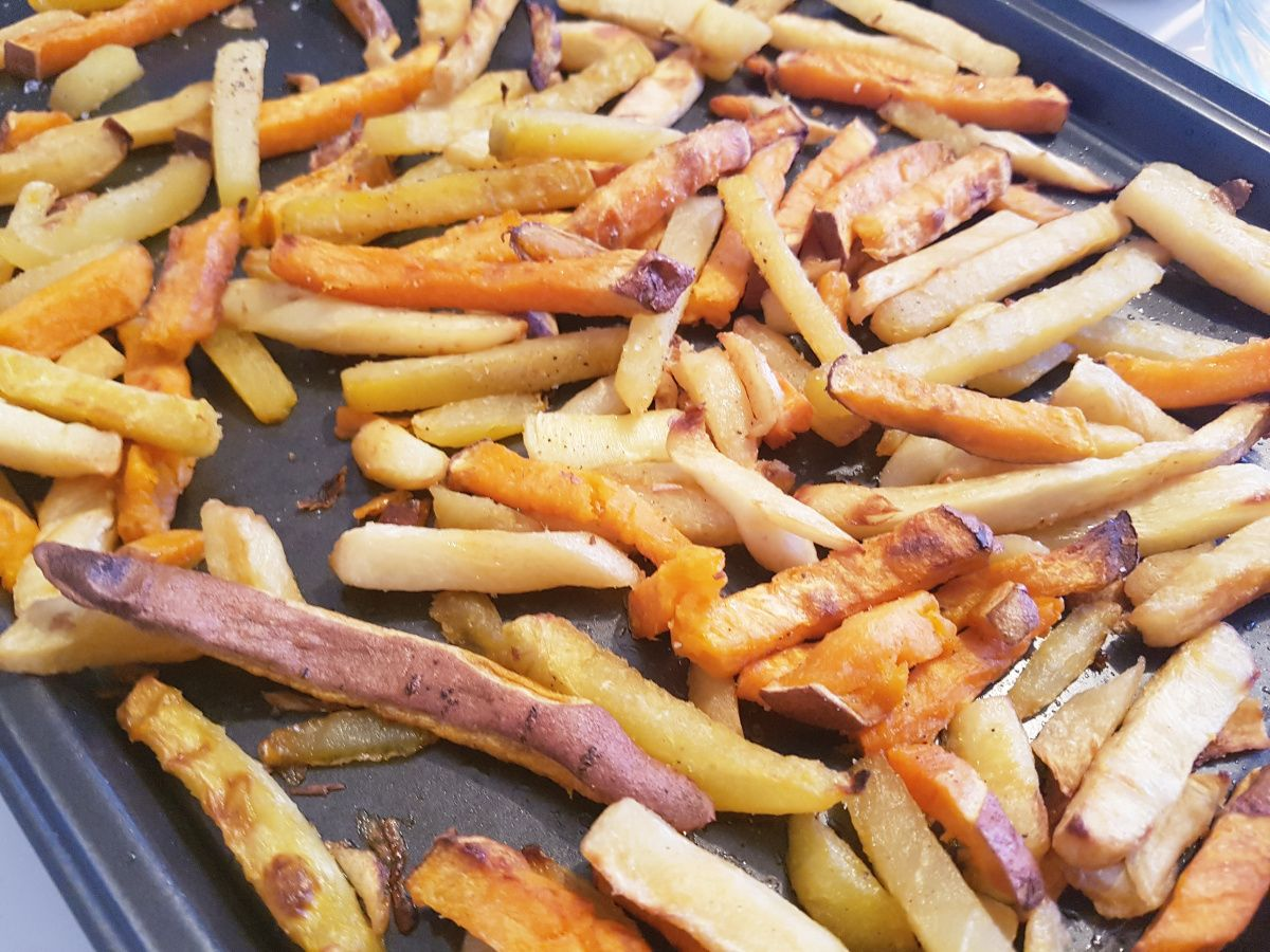 V E G G I E F R I E S Ik had niet gedacht dat ik dit lekker zou vinden! Ik ben nogal een moeilijke 'groente' eter. De mensen die mij kennen zullen wel knikkend denken UHUUUH, want ik ben écht een moeilijke e…