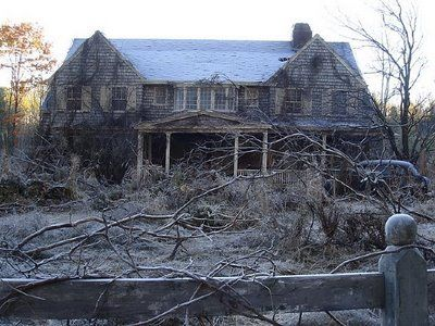 The Captivating Tale Of Grey Gardens Grey Gardens House Gray