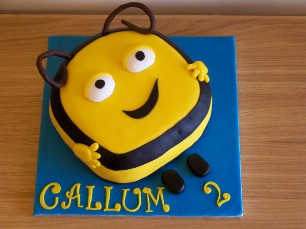 Buzz Bee The Hive Cake Party Theme Bumble Bee Buzz