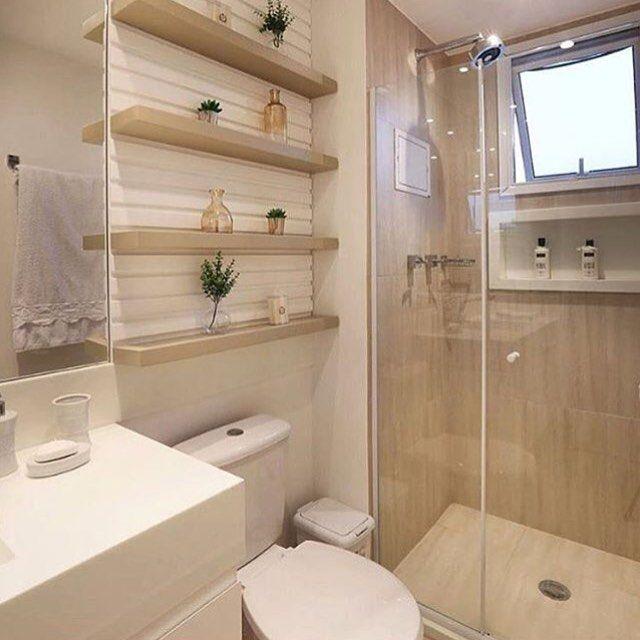 #mulpix Banheiro bege com branco e amadeirado claro! Quer mais lindo? @constr -> Banheiro Pequeno Bege