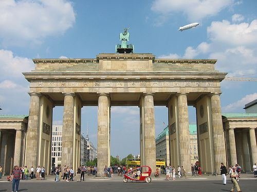 A Zeppelin Over The Brandenburger Tor Like In The Golden 20s Places Favorite Places Around The Worlds