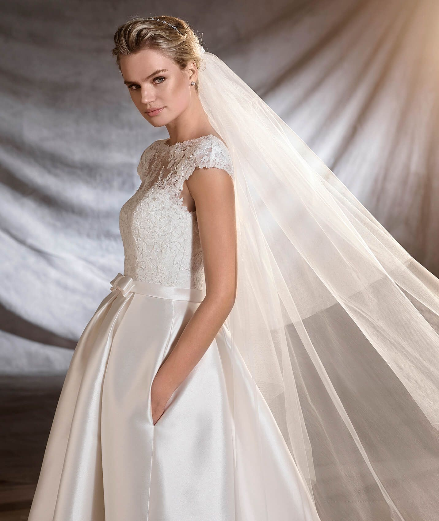 OSASUN - Wedding dress in mikado, tulle and lace. | Pronovias
