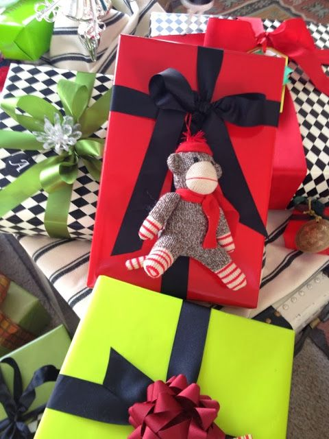 Champagne  Macarons Beautiful Inspiration Christmas Gift Wrapping