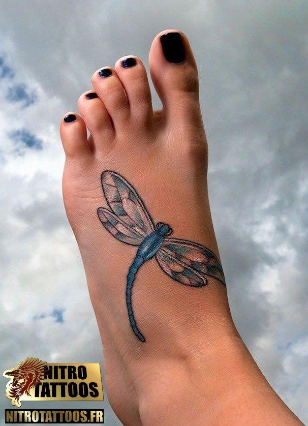 tatouage libellule pied
