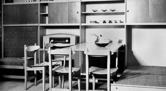 Ekspozycja mebli segmentowych projektu Kowalskich w salonie mebli przy ulicy Przeskok w Warszawie (1963 r.)