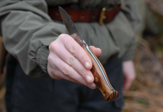 How to pass a bushcraft knife to another person