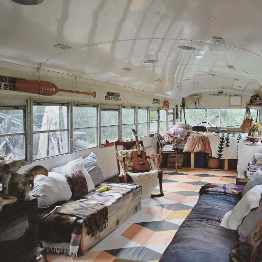 Plancher peint la main avec motifs caravane for Peindre interieur caravane
