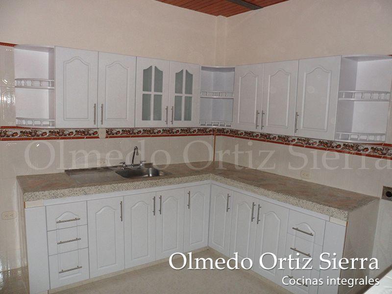 Cocina integral blanca en l puertas escaleras dise os for Cocinas integrales blancas