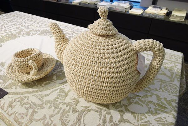4 Trends For Small Business. Gehaakte theeset met kopjes en theepot van Anne Claire Petit.  #anneclaire #teapot http://www.pepitabos.com/trends-for-small-business/ #breda