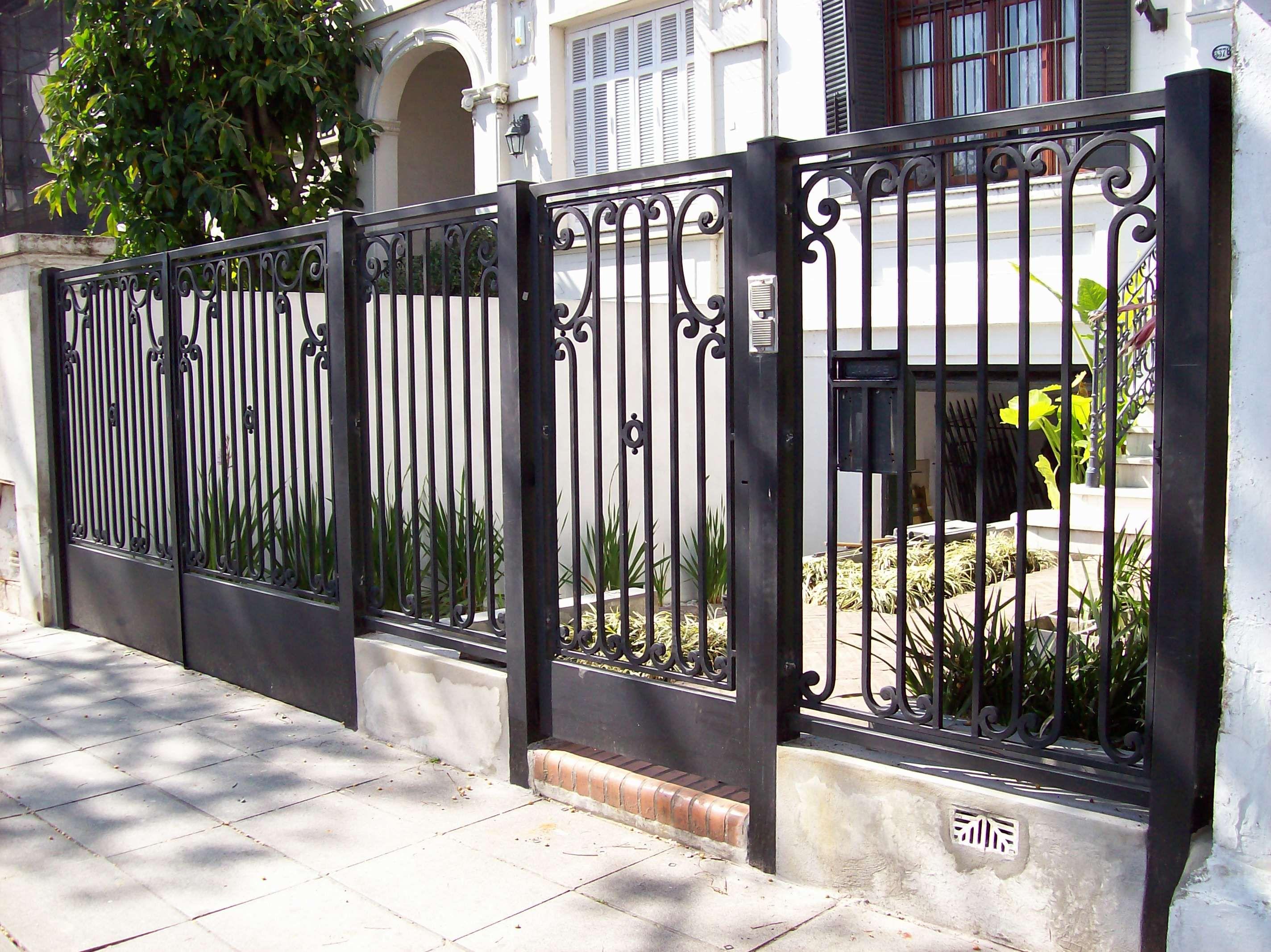 Rejas Forjadas Del Hierro Design En Port N De Frente Casas  ~ Puertas Hierro Exterior Fachadas