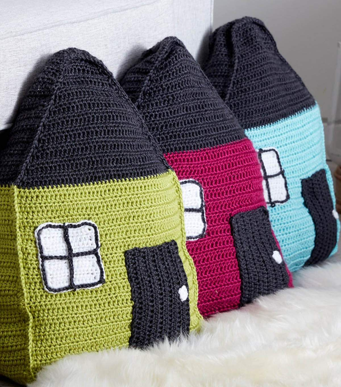 How To Make A Cozy Cottage Crochet Pillow | Crochet pillow ...