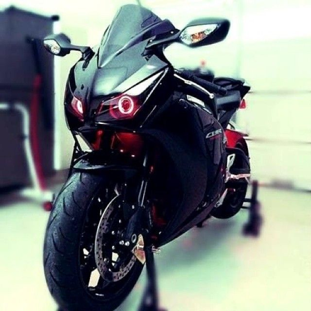https://www.facebook.com/GarvsMeanMachine | Yamaha R1 CBR1000RR Demon eyes