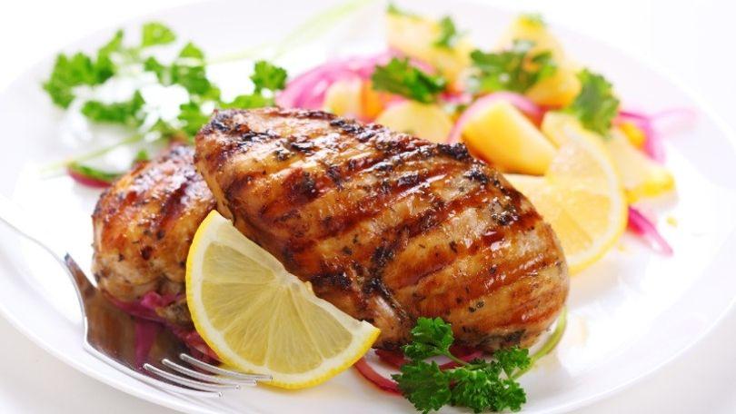 Najlepšia marináda na kuracie prsia: Budú šťavnaté a plné chuti!