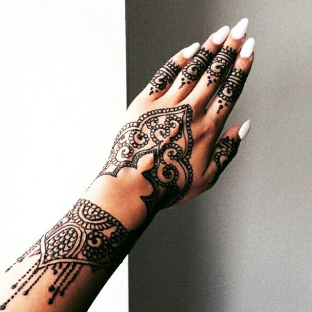Henna Tattoo For Indian Wedding: Contemporary Bridal Henna Design. #Indian Mehndi