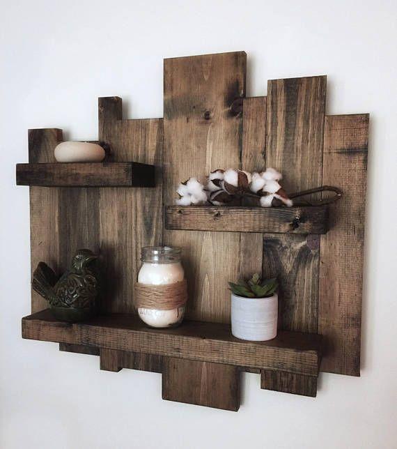 Rustic wall shelf, reclaimed wood wall shelf, pallet shelf, floating shelf, wood wall art, rustic decor, modern farmhouse decor #reclaimedwoodwallart Dies ist eine handgefertigte, rustikale schwebenden Regal. Wenn aus Altholz und fertig in dunklem Nussbaum Fleck. Freuen Sie sich auf die perfekte Verbindung von rustikalem Charme zu jedem Raum. Maße für zwei Stück-Set: Höhe: 24 von der höchsten Stelle tiefsten Punkt Länge: 24