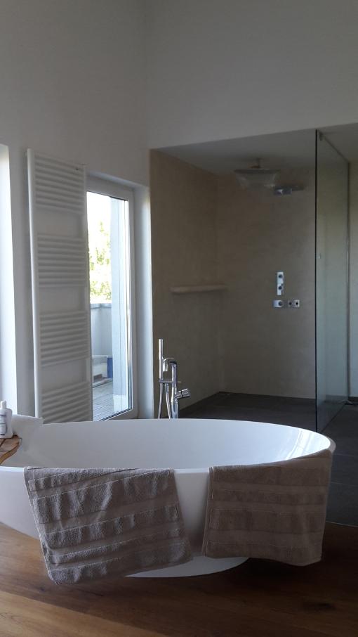Fugenlose Design Böden. Fugenloser Putz Im Bad. Beton Cire Dusche.  Fugenlose Badgestaltung.