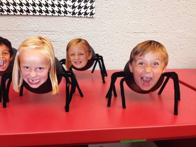 Halloween Spin Knutselen.Spinnen Pompoenen Skeletten Vreemde Geluiden En Harde