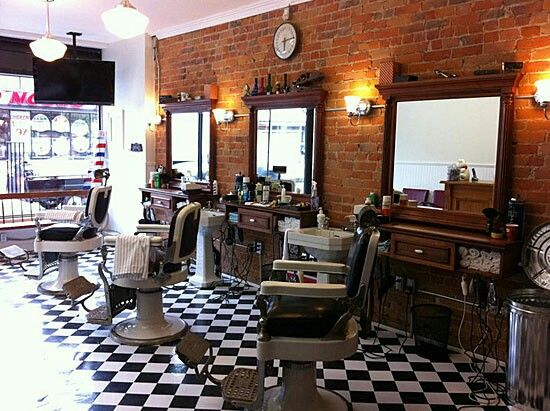 Small vintage barber shop pinterest barbiere saloni for Arredamento barbiere vintage