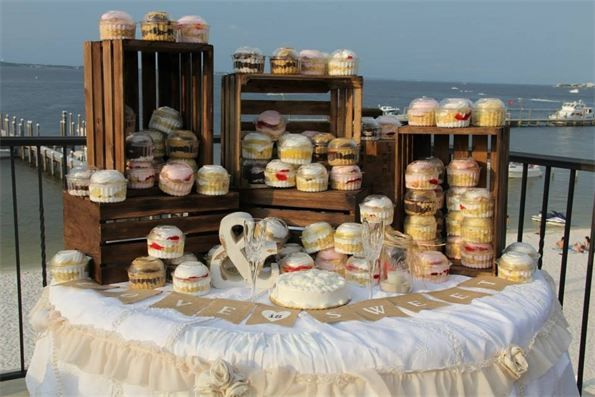 Crates dessert table rustic beach wedding hemingway 39 s island grill pensacola beach rustic for Craigslist pensacola farm and garden