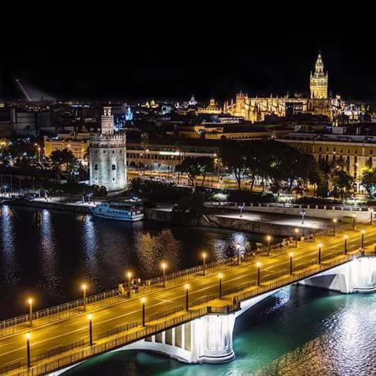 Rio Guadalquivir Puente De Triana Torre Del Oro Y Giralda Seville Spain Sevilla Espana Sevilla Andalucia Espana