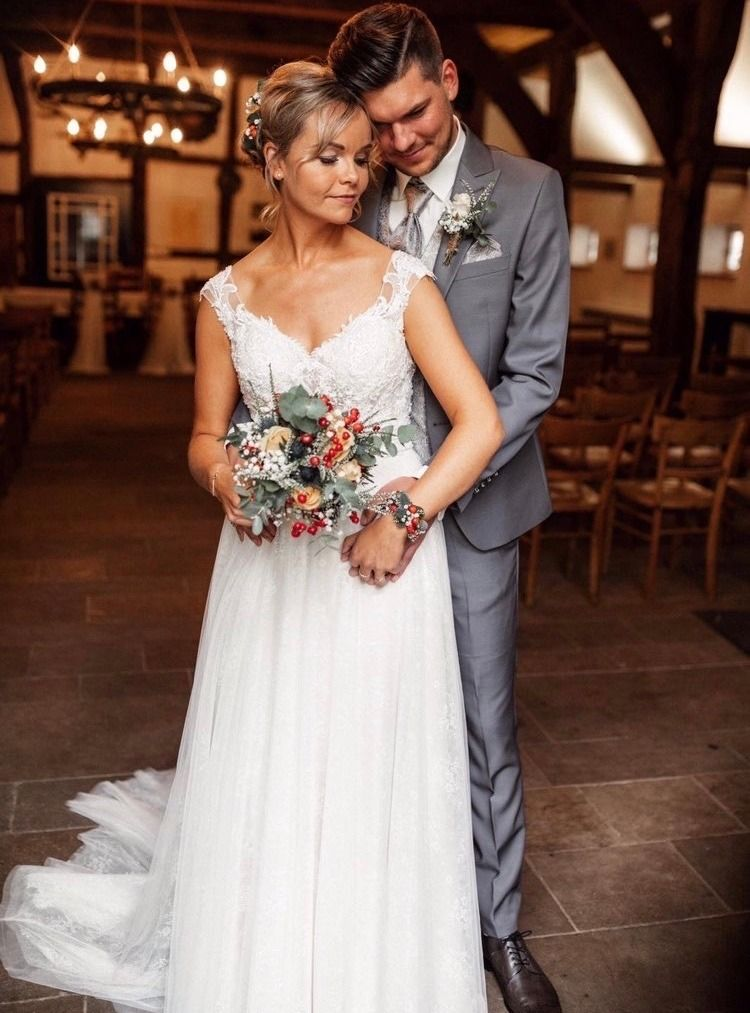 Anna Campbell Dress Devon Country Wedding Hochzeitsoutfit Mann Anna Campbell Glamour For An Outdoor Country Weddi Hochzeitsoutfit Hochzeit Im Freien Hochzeit