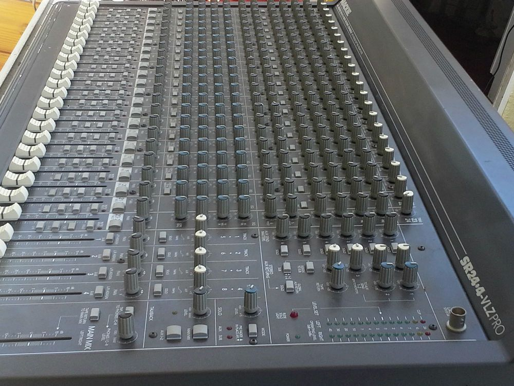 mackie 24 channel mixer sr24 4 vlzpro mixing board console sr 24 4vlz pro vlz ebay mixer. Black Bedroom Furniture Sets. Home Design Ideas