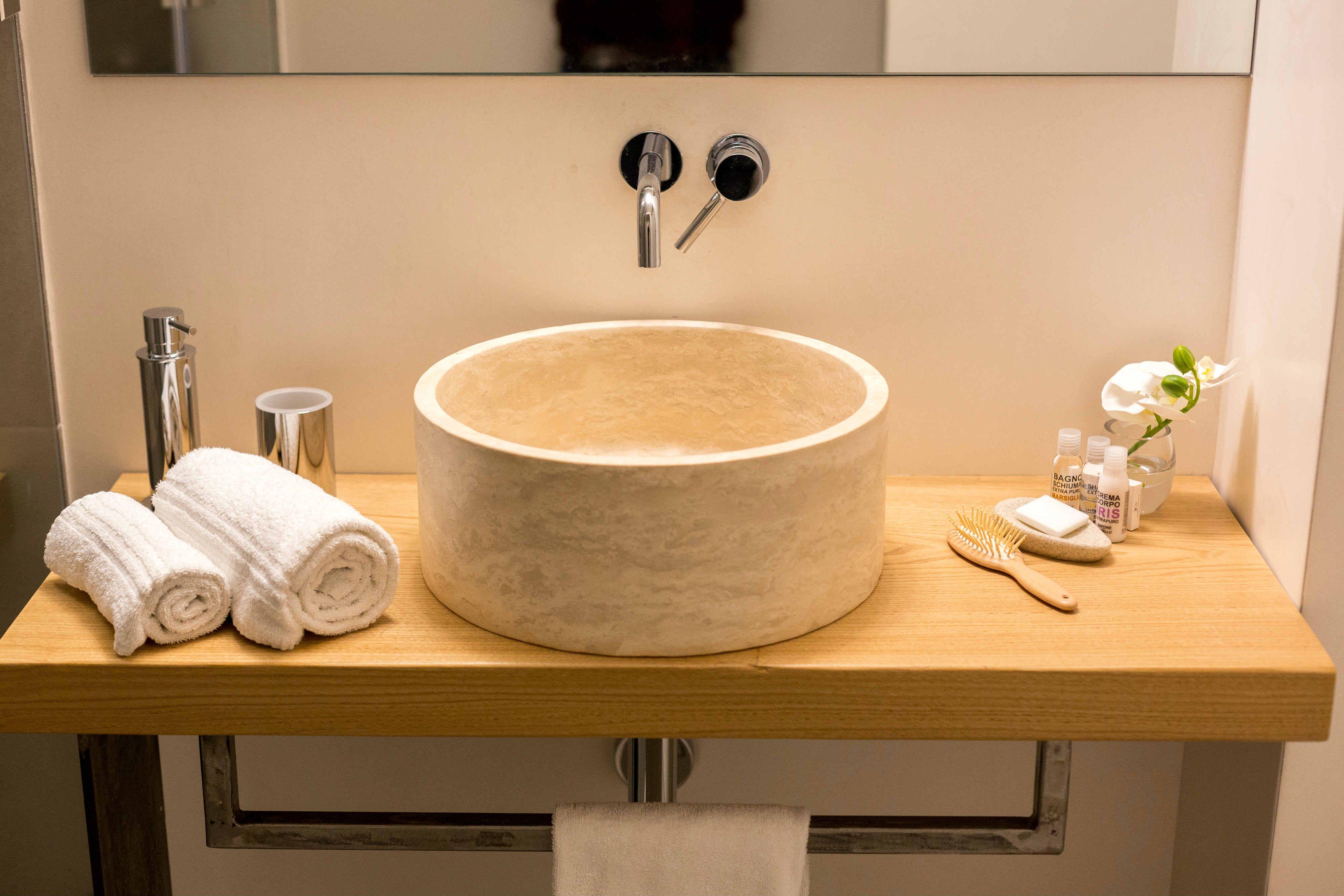bagno moderno b&b firenze lavabo in pietra tondo da appoggio #pietredirapolano