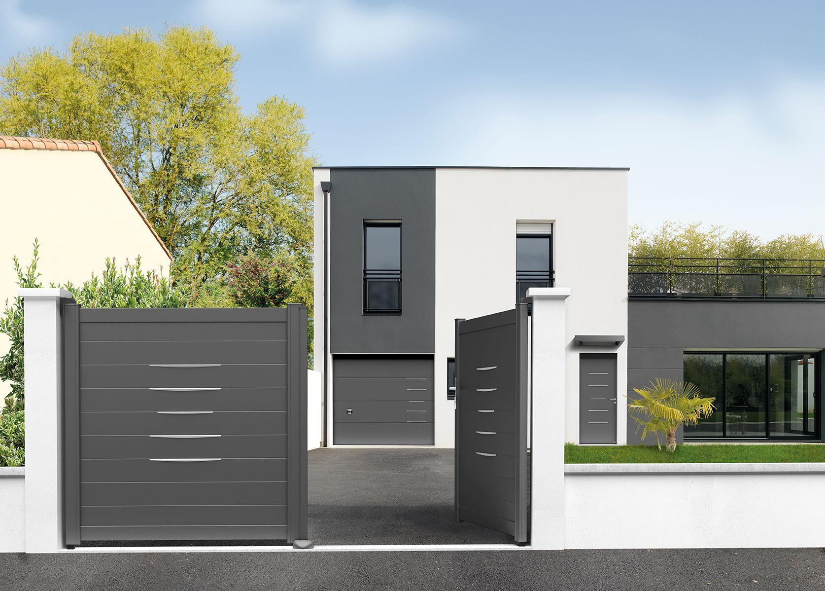 Porte d 39 entr e aluminium contemporaine sans vitrage une porte pleine habill e de baguettes for Porte entree alu contemporaine