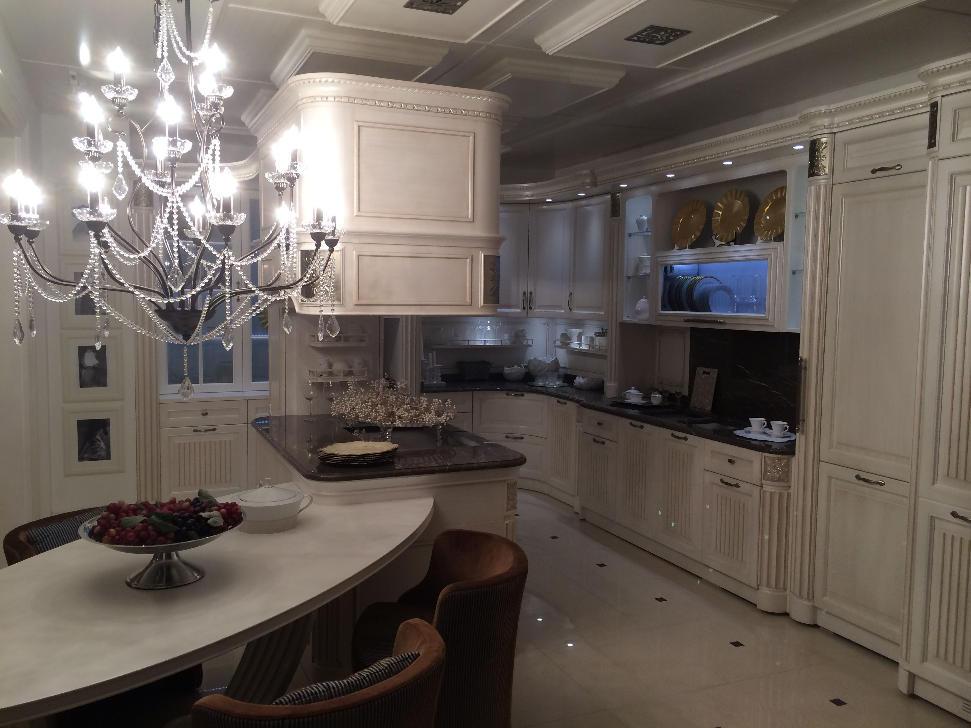 Luxury classic custom made italian kitchen by martini for Made mobili
