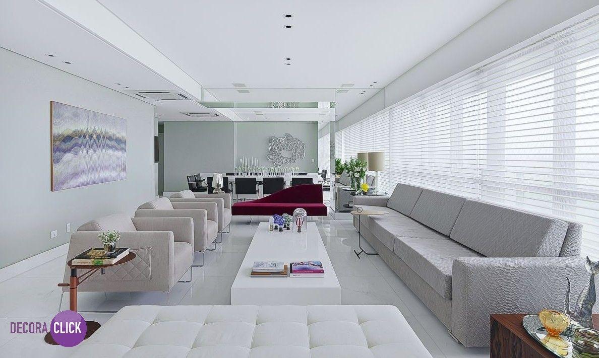 Hoje é dia de SALA DE ESTAR! Essa sala é um exemplo de ambiente amplo! As cores utilizadas foram todas bem claras, deixando tudo calmo, com apenas uma chaise colorida, muito moderna e sofisticada. Projeto: Santos e Santos.