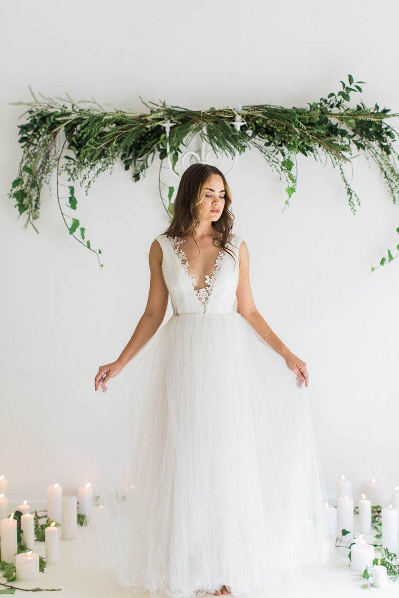 Plus size tulle wedding dress  Bohemian Aline Vneck Floorlength Tulle Wedding Dresses  uc