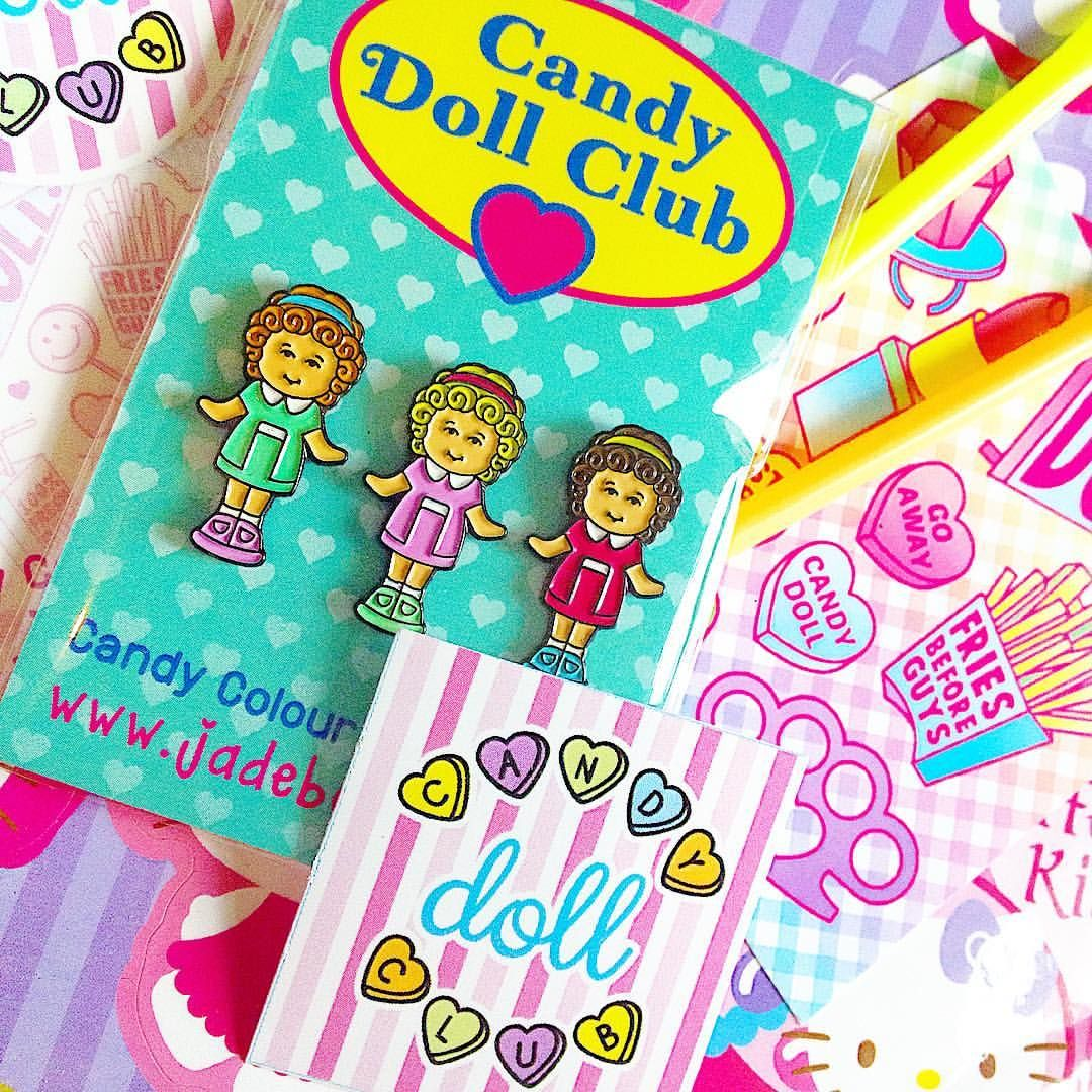 How cute are these pins from @jade_boylan? I so wish I'd kept my polly pockets! 💖👭💜 #jadeboylan #pollypocket #candydollclub #cute #pink #sweet #bright #girl #flatlay #pin #pingame #accessories #aotd #mailday #color #colorful #fblogger #fbloggersuk #fashion #style #shopping #instadaily #picoftheday #shopsmall