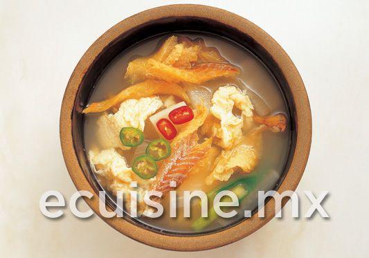 PUCHERO DE PESCADO Sopa de pescado con verduras, se acompaña con limón y rodajas de chile serrano.  http://ecuisine.mx/recipe.php?id=1226