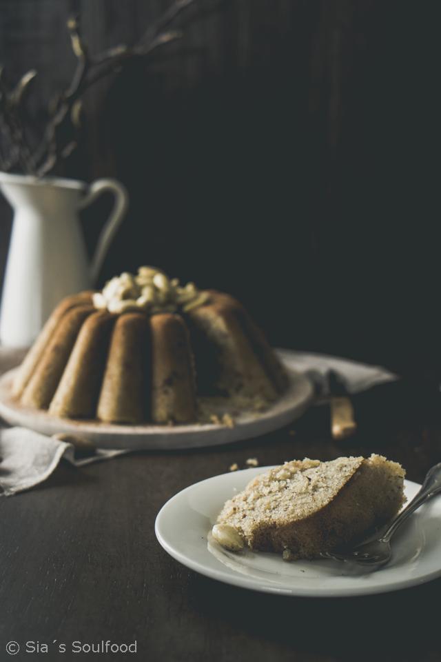 Grießkuchen mit Mandeln {Halvas simigdalenios} I Semolina cake with almonds