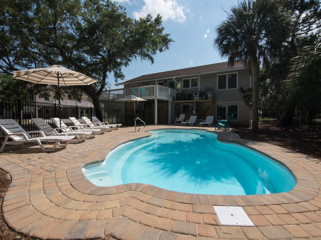 6 br edisto house private pool 2nd row sound side