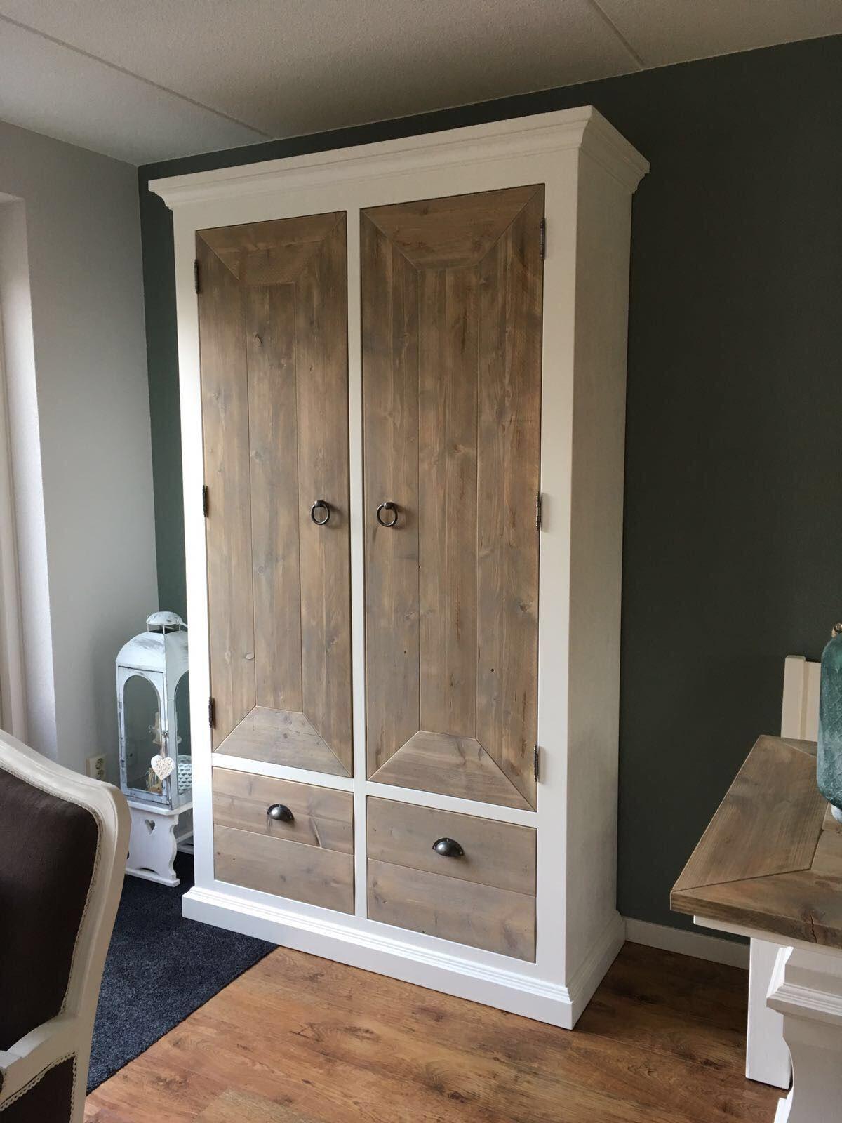 dichte kast op maat van grenenhout en steigerhout geschikt als kledingkast in slaapkamer of opbergkast