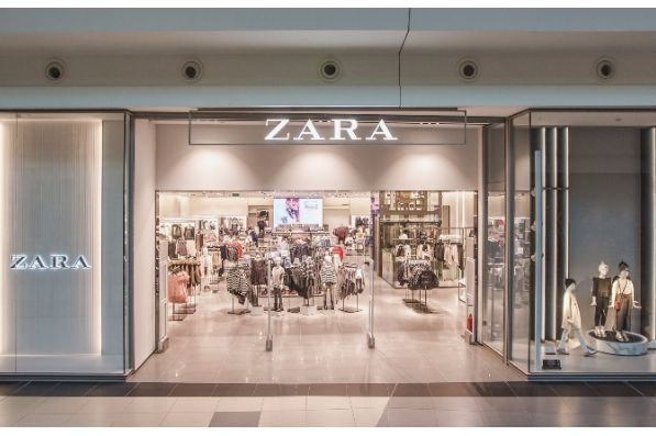 Zara Store Reopens Doors In Arena Centar Zagreb Hr Store Design Interior Zara Restaurant Interior Design