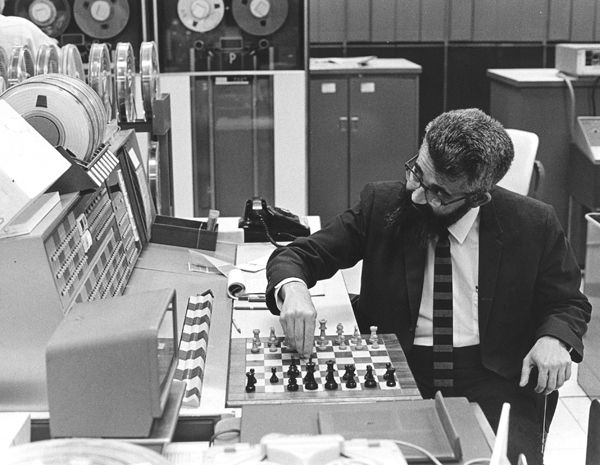 Movie  Computer Chess Entertaining @KoolGadgetz.com