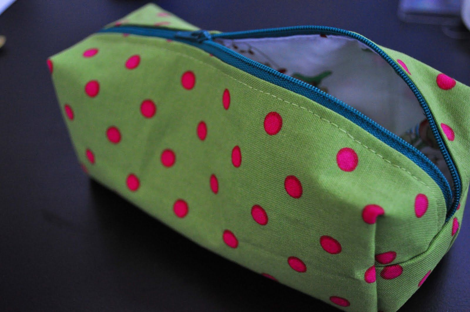 Pencilcase tutorial in German with pictures | Sew it! | Pinterest ...