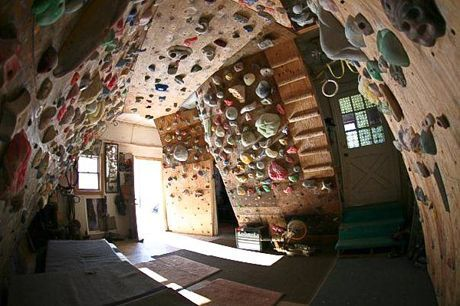 indoor rock wall indoor rock climbing wall for the home jessica pinterest escalade. Black Bedroom Furniture Sets. Home Design Ideas