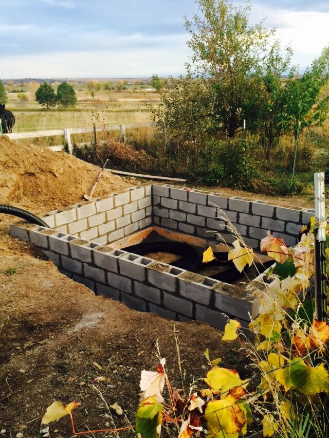 Earth Battery In Ground Cinder Block Walls On Footers 31 2 Feet Tall Outdoor Remodel Solar Greenhouse Cinder Block Walls
