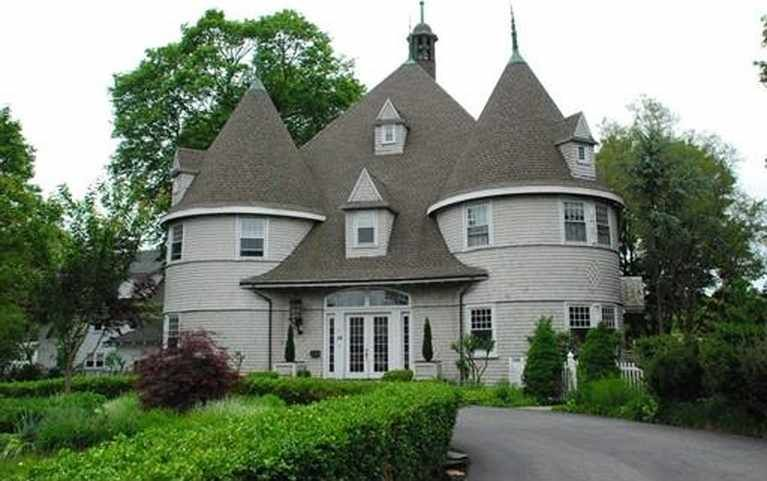 C 1900 Carriage House Marblehead Ma 1 650 000 Old House Dreams Old House Dreams Old Houses Old Houses For Sale