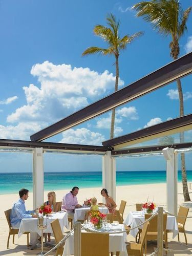 Elbow Beach Bermuda A Mandarin Oriental Hotel On Site Drinks And Dining Are Available At The Lido Restaurant Mickey S Bistro Bar