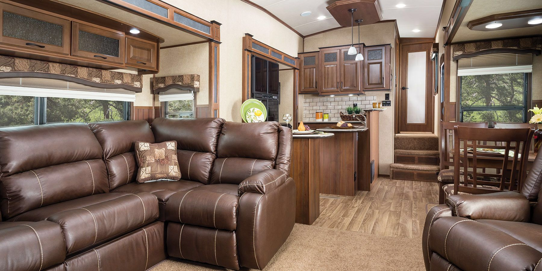 The inside of the fifth wheel! Pretty amazing! Bunk